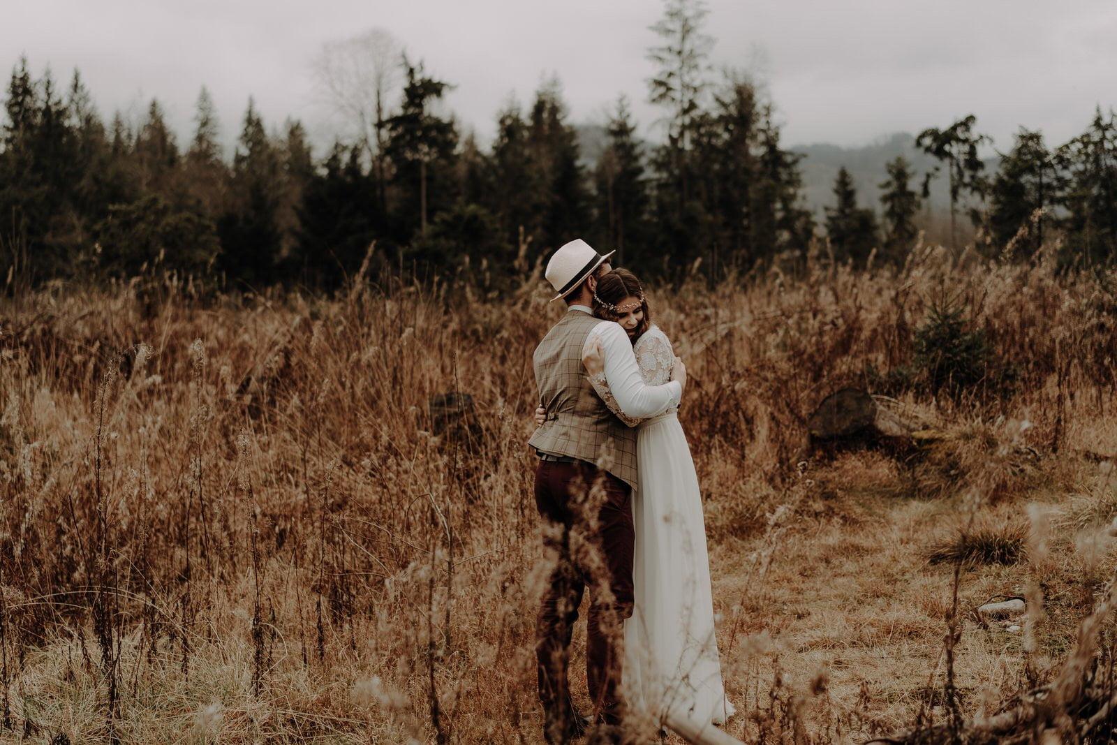 ślub plenerowy na polanie